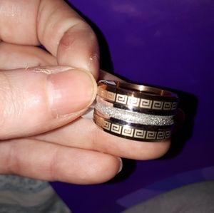 Jewelry - Size 8 ring